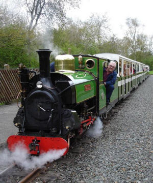 Steam loco Mad Bess with a train